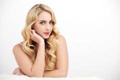 Angelic Young Woman Posing en blanco imagen de archivo