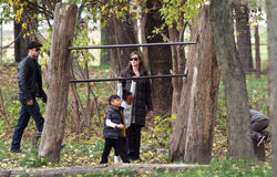 ANGELINA JOLIE AND BRAD PITT WITH THEIR CHILDREN Stock Photography