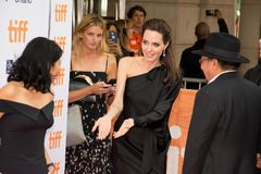 Angelina Jolie World Premiere av ` först dödade de min fader` på den Toronto Internationalfilmfestivalen royaltyfri bild