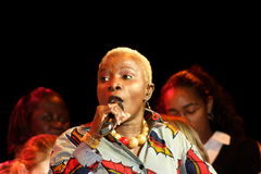 Angelique Kidjo esegue a St Paul immagine stock