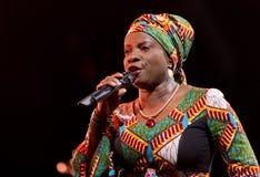 Angelique Kidjo esegue in tensione su ventottesima April Jazz Fotografia Stock Libera da Diritti