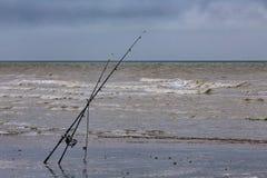 Angeln auf dem Strand Lizenzfreies Stockbild