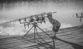 Angeln, fischend, Tätigkeit, Abenteuer, Hobby, Sport Lizenzfreie Stockbilder