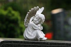 Angelo che dorme al cimitero Immagine Stock