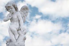 Angelo con il cielo grazioso Immagini Stock