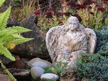 Angelo del giardino Immagini Stock