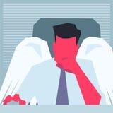 Angelo di affari che si siede davanti al PC ed al pensiero Immagine Stock