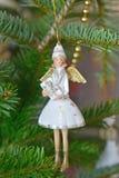Angelo di Natale su un albero di Natale Fotografia Stock Libera da Diritti