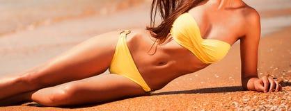 Angelo mare giallo del bikini, corpo Immagini Stock Libere da Diritti