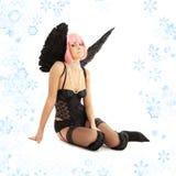 Angelo nero della biancheria con capelli ed i fiocchi di neve rosa Fotografia Stock Libera da Diritti