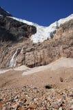 angelo sotto le rocce del ghiacciaio Fotografia Stock