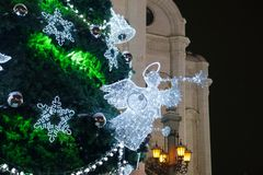 Angelo sull'albero di Natale con il corno Fotografia Stock Libera da Diritti