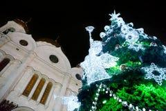 Angelo sull'albero di Natale con il corno Immagini Stock Libere da Diritti
