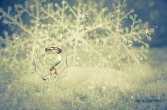 angelo vitroso e decorazione bianca semplice del fiocco di neve immagini stock