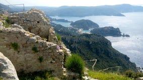 Angelocastro toppmöte, sikt över Paleocastritsa, Corfu_2 arkivbilder