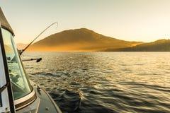 Angelrute eingestellt auf Fischerboot Lizenzfreies Stockbild