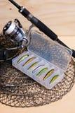 Angelrute und Spule mit Kasten für Köder Stockbild