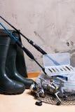 Angelrute und Spule mit Kasten für Köder Stockbilder