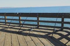 Angelruten auf dem Pier Stockfotografie