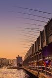 Angelruten auf Galata-Brücke in Istanbul Stockfoto