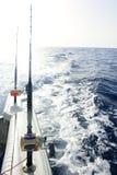 Angelruten in einem Spielsalzwasserboot Lizenzfreies Stockfoto