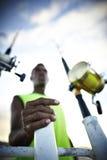 Angelruten und ein Fischer Lizenzfreie Stockfotos