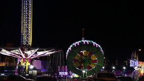 Angemessene Fahrt schoss auf den Westküsten-Unterhaltungs-Karneval stock footage