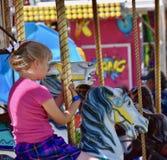 Angemessene Zeit: Cowgirl auf einem Karussell an Benton Franklin County Fair und am Rodeo, Kennewick, Washington Lizenzfreies Stockbild