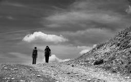 Angenäm vandring på berget arkivfoto