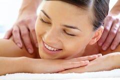 Angenehme Massage lizenzfreies stockbild