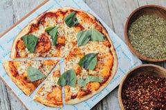 Angenehme Pizza Stockfoto