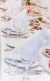 Angeordnete Tabelle mit Nahrung Lizenzfreie Stockfotografie