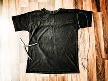 Angeredete des auf Lager digitale Datei Fotografiemodells Schwarzer Unisext-shirt Esprit-Kopienraum für Kunstwerk und mit kühlen  stockfoto