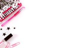 Angeredete Schreibtischphotographie in Schwarzem, im Weiß und im Rosa stockfotografie