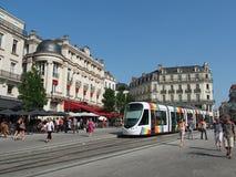 Angers, Γαλλία, τον Ιούλιο του 2013, τροχιοδρομική γραμμή στο τετράγωνο πόλης κέντρων Στοκ Εικόνα