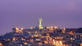 Angerufene 'Jungfrau von EL Panecillo ', wird es von sieben tausend Stücken Aluminium gemacht Das Monument wurde am 28. März 1976 lizenzfreies stockfoto