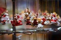 Anges accrochants de décoration photo libre de droits