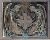 Anges avec la croix Élément des portes décoratives, Image libre de droits