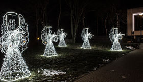 Anges de Noël sur un fond noir Fond Photos libres de droits