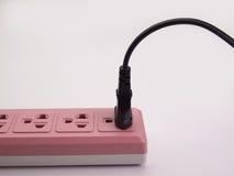 Angeschlossen und elektrischer Stecker des Zuges stockfotos