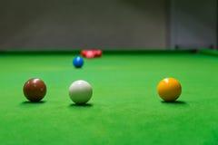 Angesichts des Öffnungsspiels des Snookers Lizenzfreies Stockbild