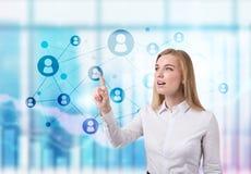 Angesporntes blondes Frauen- und Netzhologramm Lizenzfreie Stockfotos