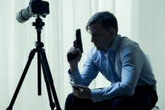 Angestellter Mörder mit Gewehr Stockfotografie
