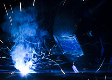 Angestelltschweißen unter Verwendung MIG/MAG Stockfotografie