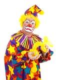 Angewiderter Clown mit Ballon-Hund stockbild