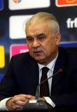 Anghel Iordanescu (Румыния) на пресс-конференции Стоковые Фотографии RF