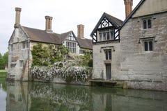Angielski Moated rezydencja ziemska dom Obraz Royalty Free