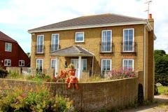 Angielskiego kraj cegły domu śmieszna dekoracja Zdjęcia Royalty Free