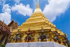 Angkok, Tailandia - 16 de julio de 2016: Guarda en Emerald Buddha Tem Fotos de archivo