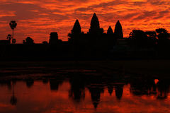 Angkor在日出的wat寺庙,柬埔寨 免版税库存图片